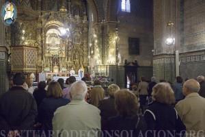 Durante la Santa Misa en el Santuario de Nuestra Señora De consolación de Utrera