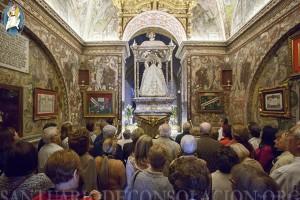 Cantamos la Salve en el camarín de La Virgen